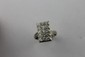BAGUE en or gris au motif rectangulaire et pavé de diamants de taille brillant Poids brut : 5,8 g TDD : 57