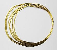 COLLIER en or jaune maille briquette ciselé, la monture souple, dans son écrin d'origine Poids brut : 81,1 g