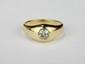 BAGUE CHEVALIERE en or jaune ornée d'un diamant de taille brillant. Poids brut : 7,4 g TDD : 55