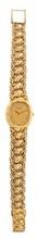 PATEK PHILIPPE    MONTRE en or jaune, le bracelet finelement ciselé et guilloché, le cadran ovale ornée diamants aux index, signature