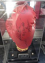Boxing A Sugar Ray Leonard signed glove