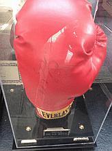 Boxing A Oscar de la Hoye signed glove