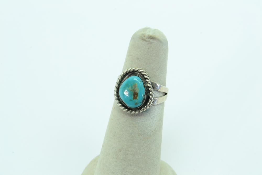 Vintage Native American Navajo Sterling Turquoise Traditional Ring 3.9G Sz5.5