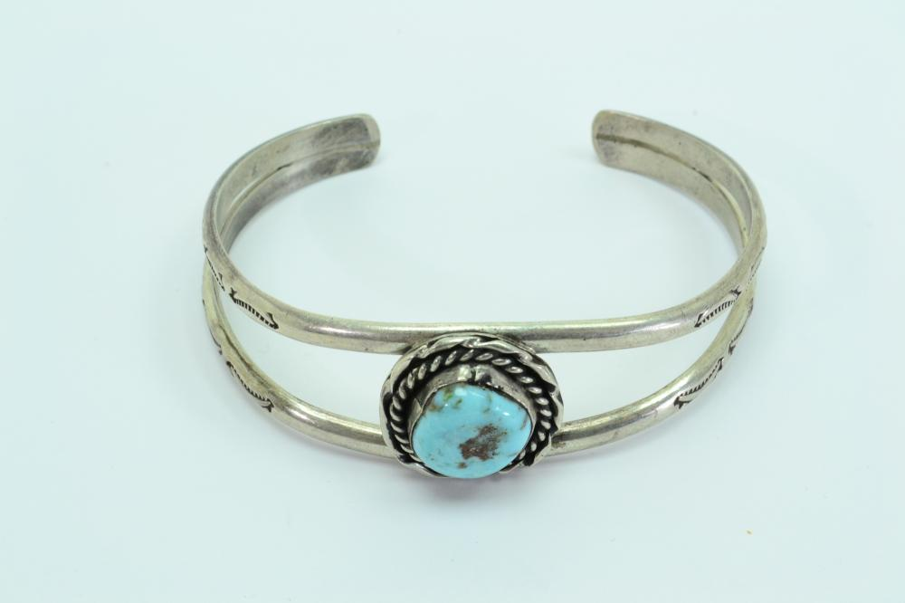 Vintage Native American Navajo Sterling Silver Turquoise Nugget Cuff Bracelet 25G