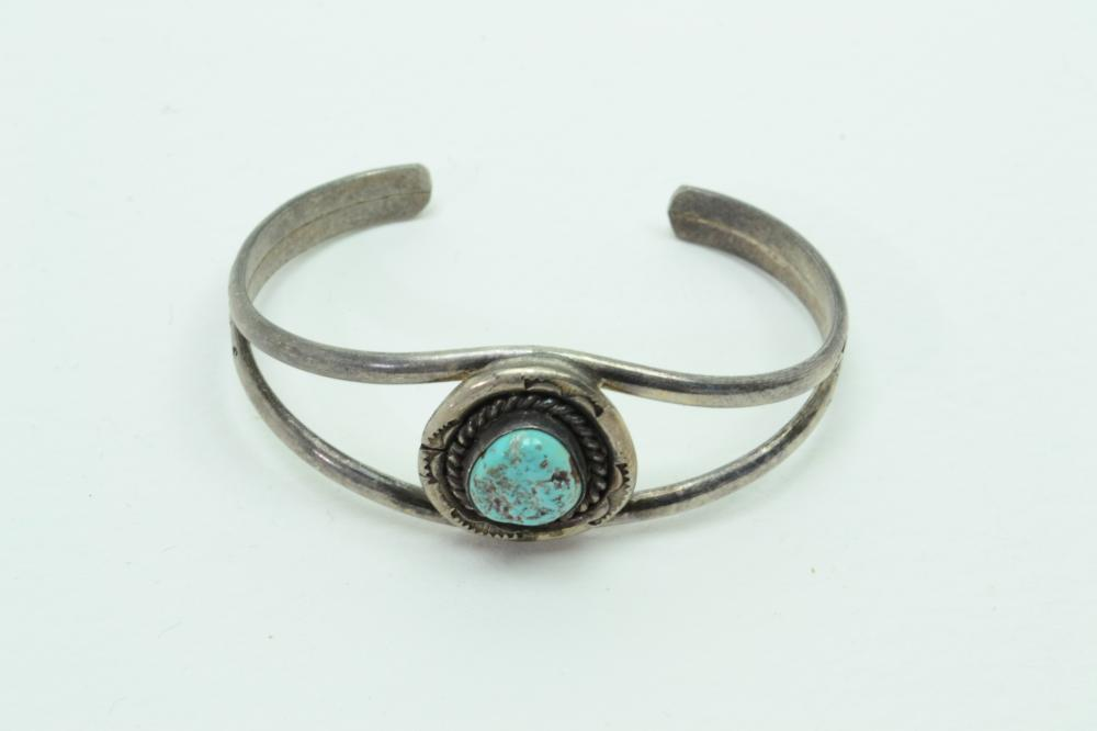 Vintage Native American Navajo Sterling Silver Turquoise Nugget Cuff Bracelet 16G