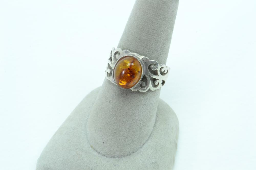 Vintage Incised Sterling Silver Baltic Amber Fashion Ring 3.4G Sz8