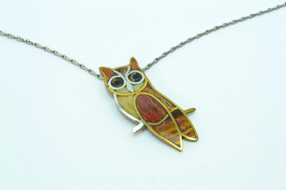 Vintage Rm Judd Hand Made Inlaid Stone Brass Owl Pendant Necklace