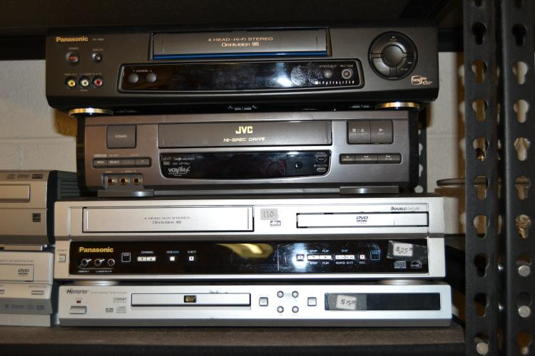 4 Vcr And Dvd Players