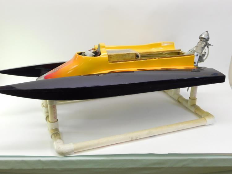 Lot 10: Remote Control Nitro Powered Race Boat With Huge