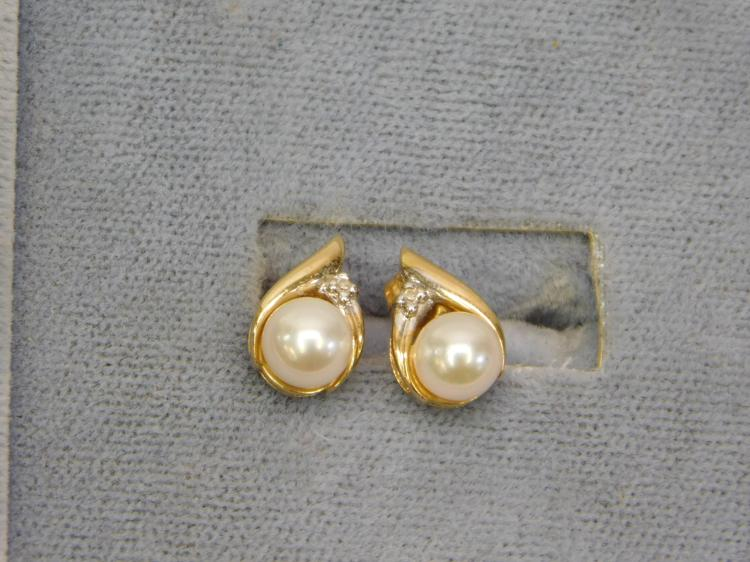 10 Karat Gold Pearl And Diamond Chip Earrings 2
