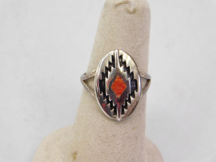 Lot 129: Vintage Zuni Sterling Silver Spiny Oyster Ring