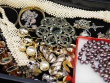 Lot 135: Vintage Costume Jewelry Earrings Brooches