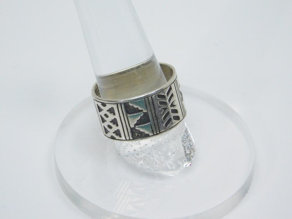 Lot 5: Vintage Jr Silversmiths Native American Inspired Blanket Pattern Mens Band Ring7.4G Sz10