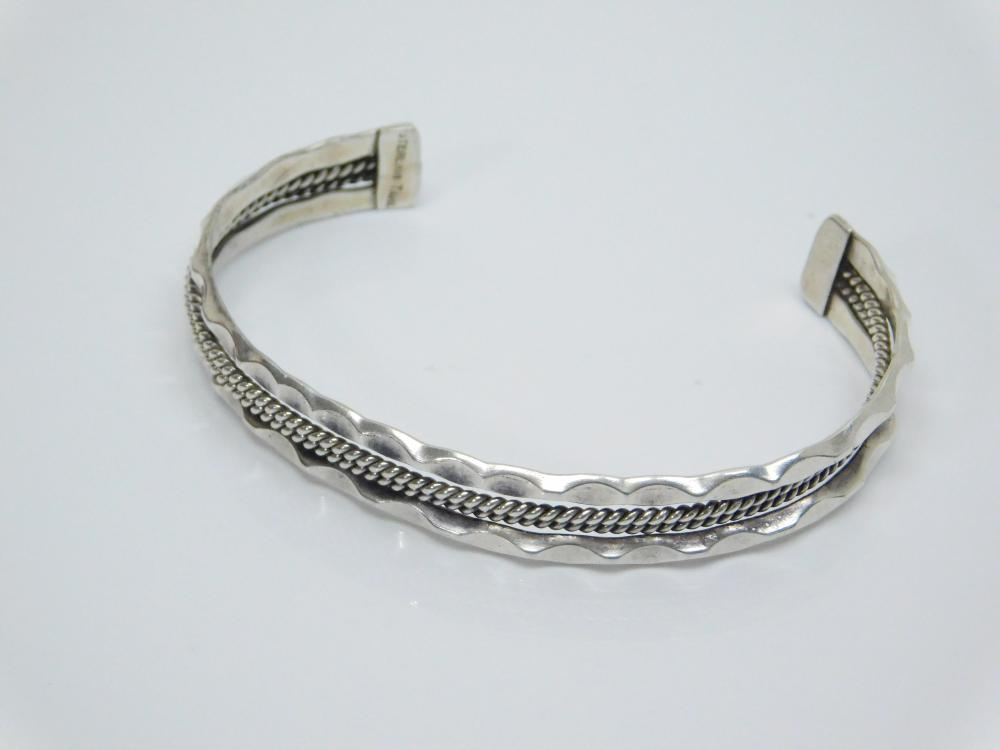Lot 14: Vintage Native American Navajo Tahe Sterling Silver Twisted & Hammered Wire Cuff Bracelet 13G