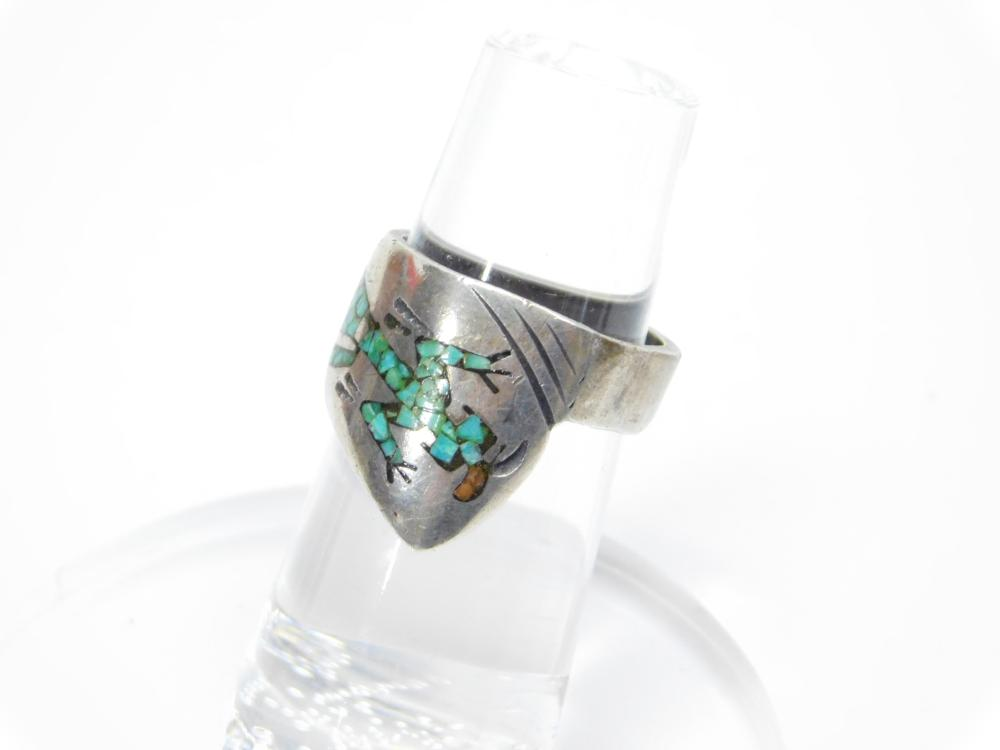 Lot 56: Vintage Native American Navajo Thomas Singer Sterling Silver Chip Inlaid Turquoise Coral Kachina Ring 4.8G Sz4.75