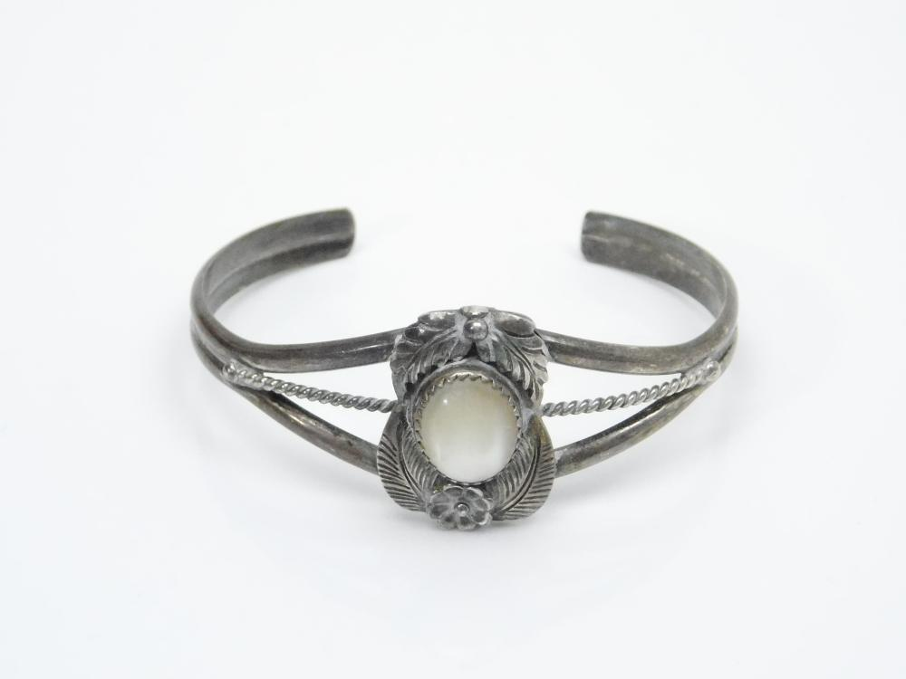 Lot 116: Vintage Native American Manygoats Sterling Silver Mop Squash Blossom Feather Cuff Bracelet 17.5G