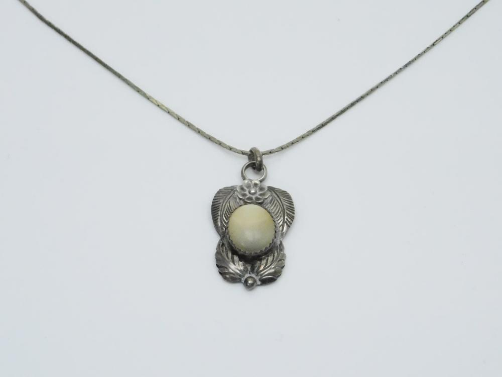 Lot 115: Vintage Native American Manygoats Sterling Silver Mop Squash Blossom Feather Pendant 6.9G