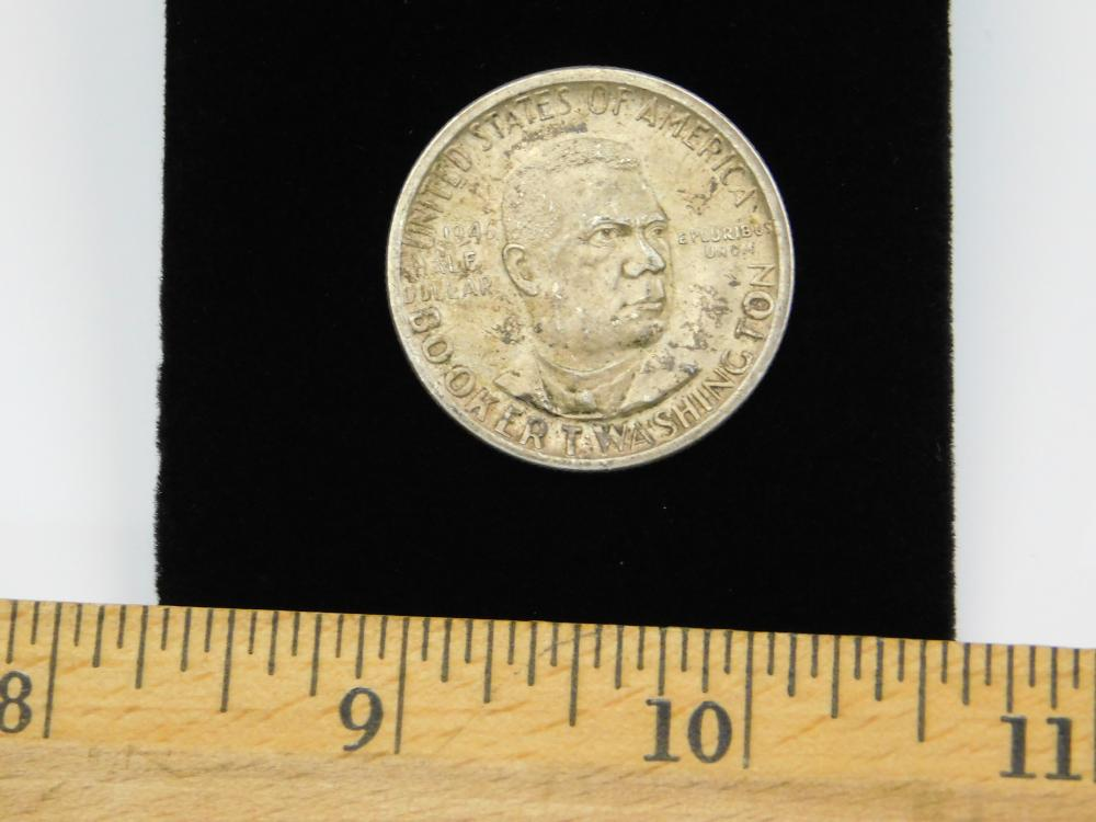 Lot 129: 1946 United States Mint Booker T Washington 90% Silver Half Dollar 12.6G