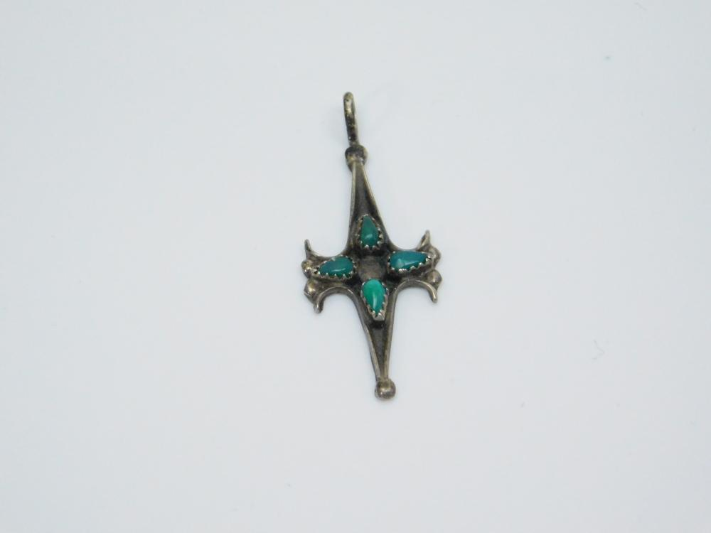Lot 135: Vintage Native American Zuni Sterling Silver Turquoise Cluster Petite Pendant 1G