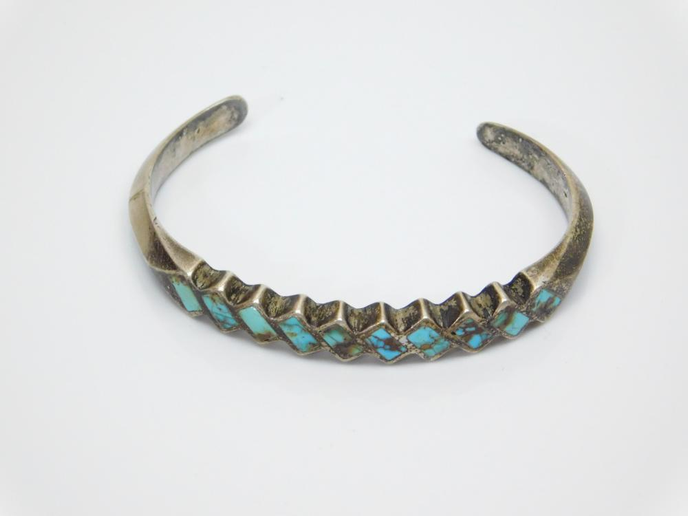 Lot 134: Vintage Native American Zuni Sterling Silver Inlaid Turquoise Cuff Bracelet 23G