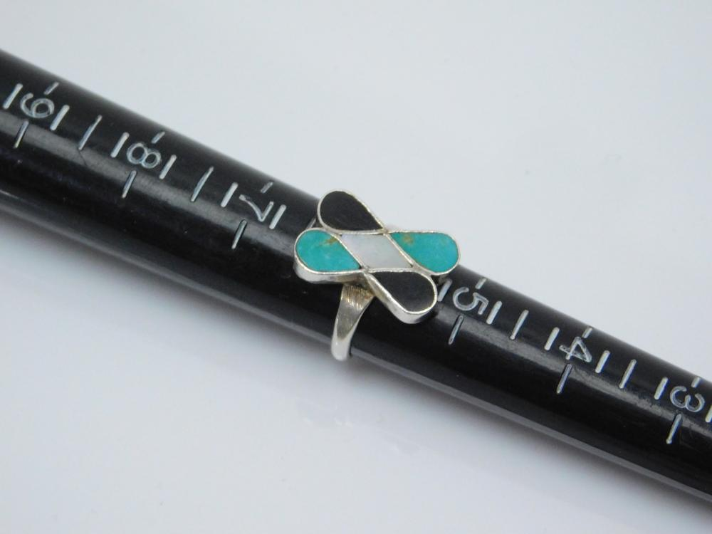 Lot 173: Vintage Native American Sterling Silver Inlaid Turquoise Black Onyx Mop Ring 3.4G Sz5.75