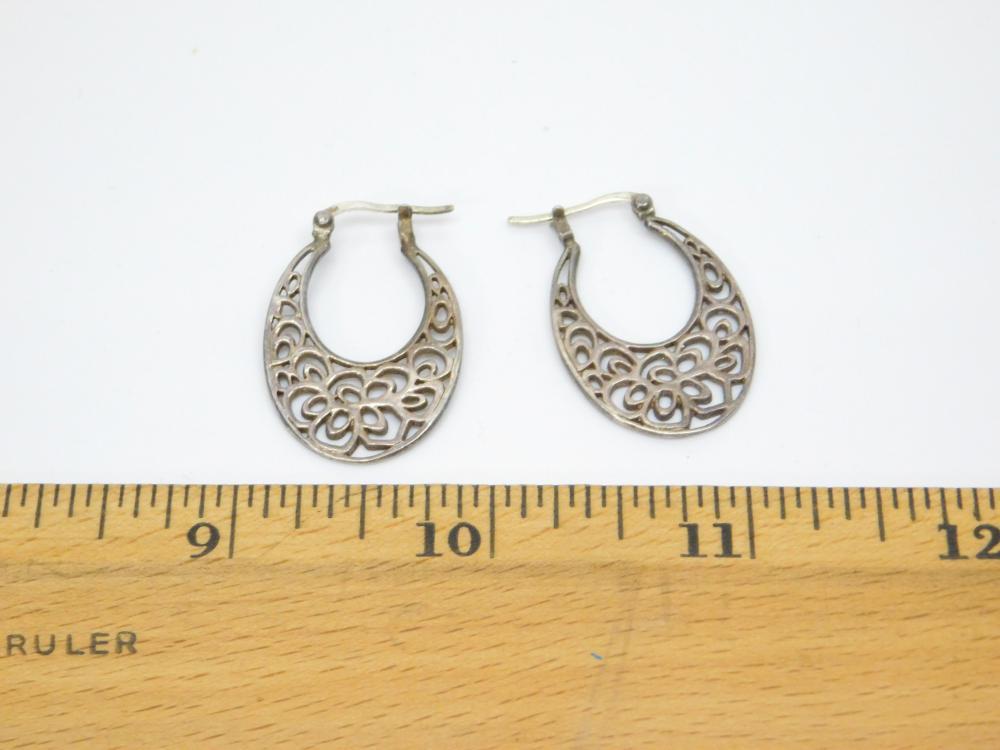 Lot 197: Vintage Sterling Silver Incised Flower Dangle Hoop Earrings 4.5G