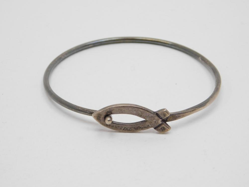 Vintage Mexico Sterling Silver Religious Fish Closure Wire Bracelet 10.2G