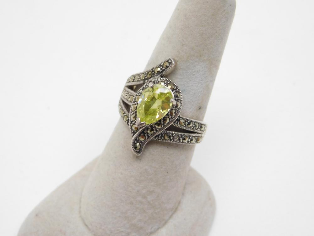 Sterling Silver Peridot Marcasite Cocktail Fashion Ring 7.2G Sz9