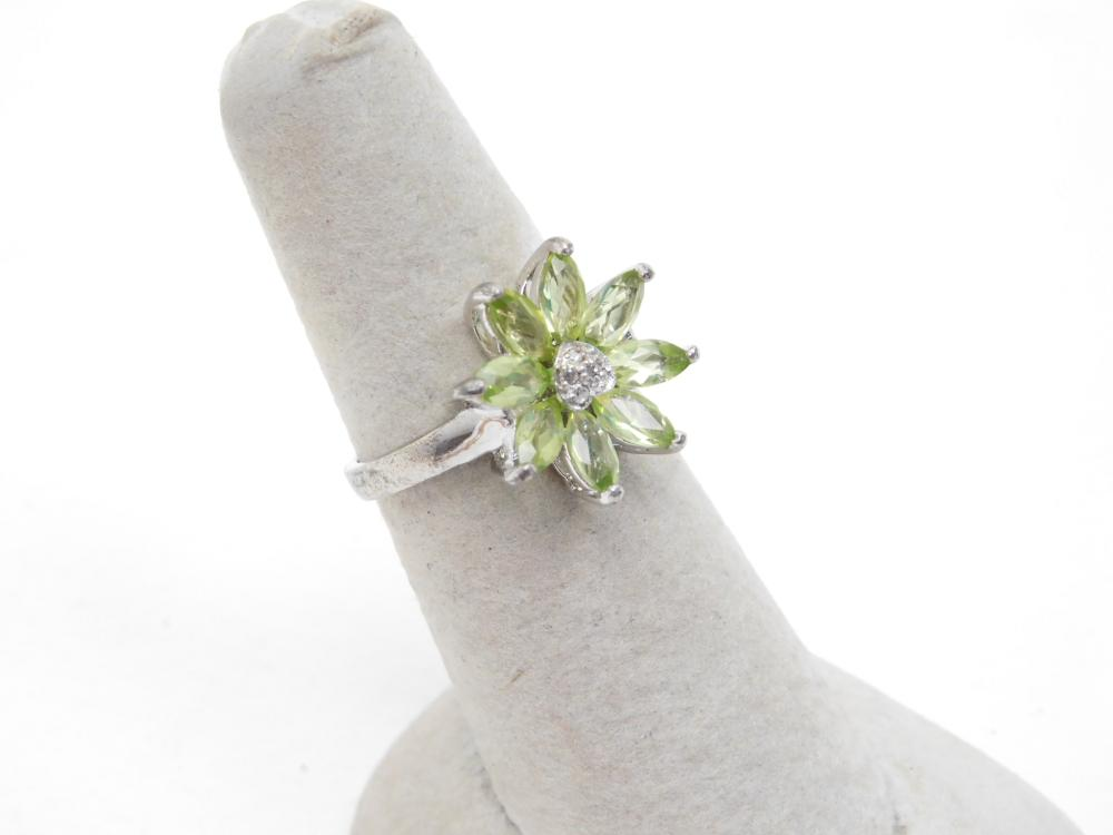 Sterling Silver Peridot Flower Cluster Fashion Cocktail Ring 3.5G Sz7.25