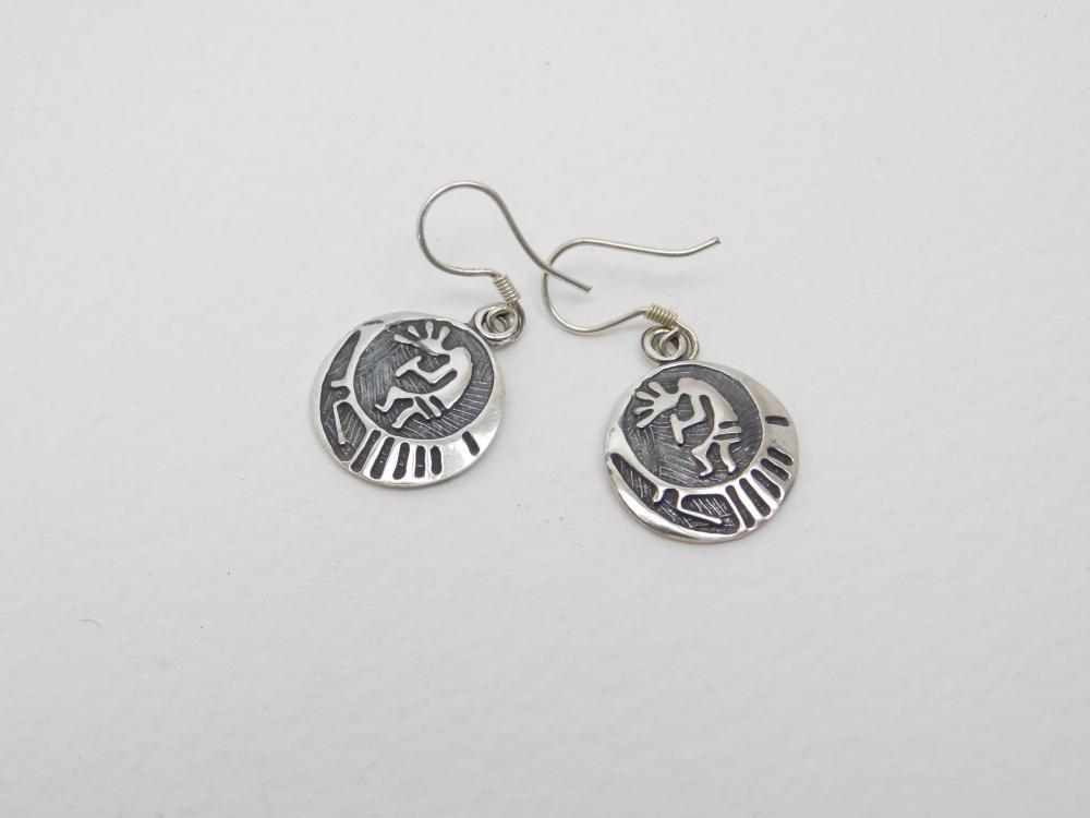 Vintage Native American Sterling Silver Stamped Kokopelli Disc Dangle Earrings 2.5G