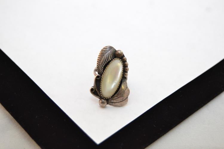 Vintage Navajo Sterling Mother Of Pearl Ring Size 5