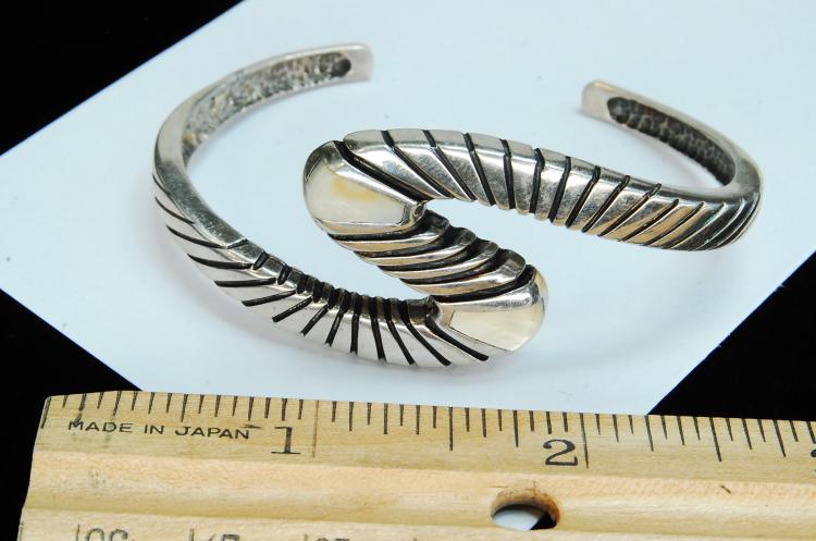 Lot 68: 25g Sterling Silver MOP Inlaid Ladies Bracelet