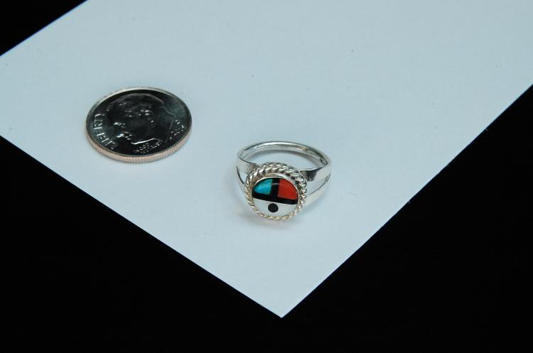 Lot 70: Sterling Silver Inlaid Zuni Sun Face Ring Size 3