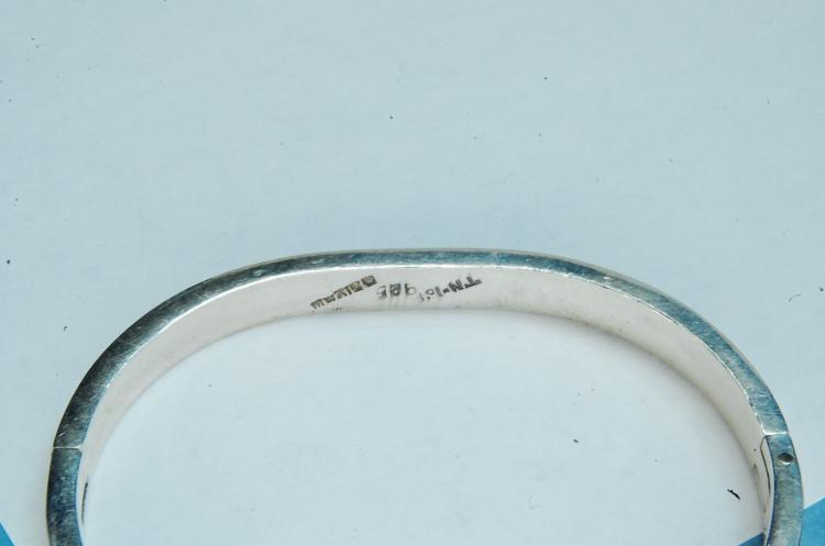 Lot 40: 29g Sterling Inlaid Mexico Hinged Bangle Bracelet