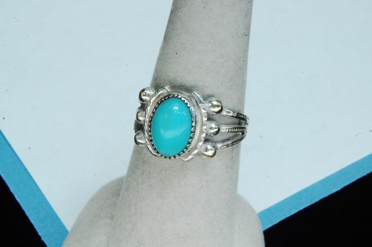 Vintage Sterling Turquoise Ladies Ring Size 7.5