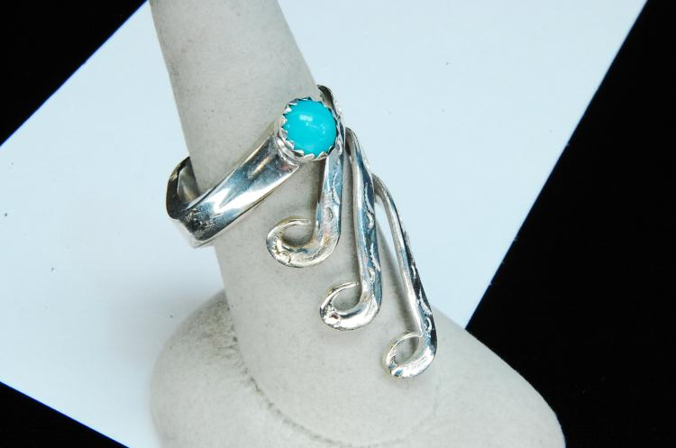 Lot 149: 12g Sterling Turquoise Stamped Ring Size 9