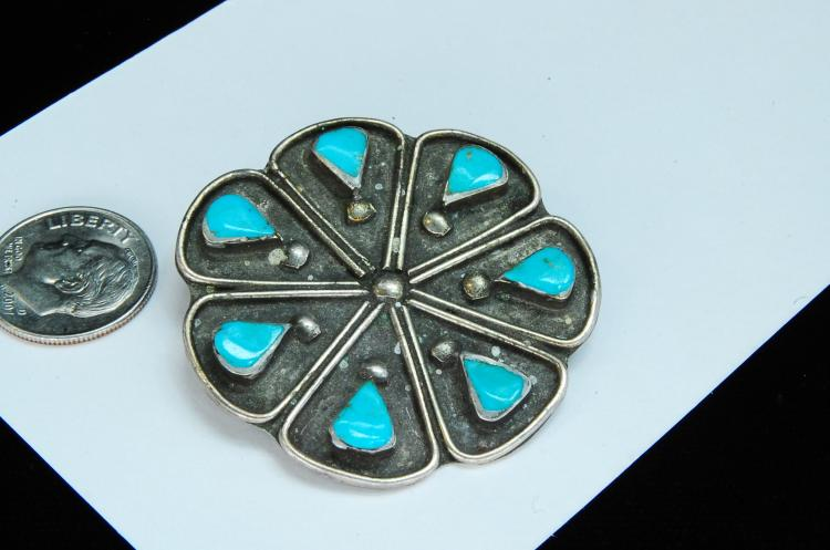 Lot 155: Vintage 11g Sterling Turquoise Navajo Brooch