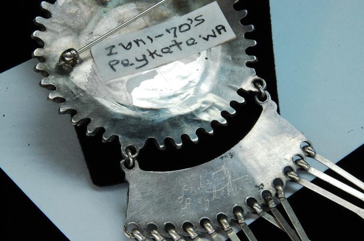 Lot 165: Vintage 27g Sterling Peyketewa Zuni Brooch Pendant