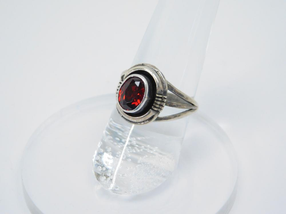Vintage Native American Sterling Silver L Yazzie Sterling Silver Garnet Ring 4G Sz6.75