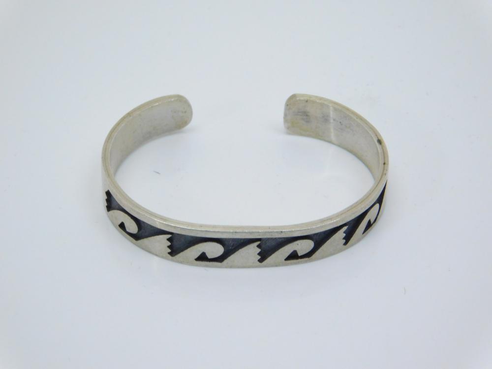 Vintage Native American Hopi Sterling Silver Tribal Wave Design Childs Cuff Bracelet 9.9G
