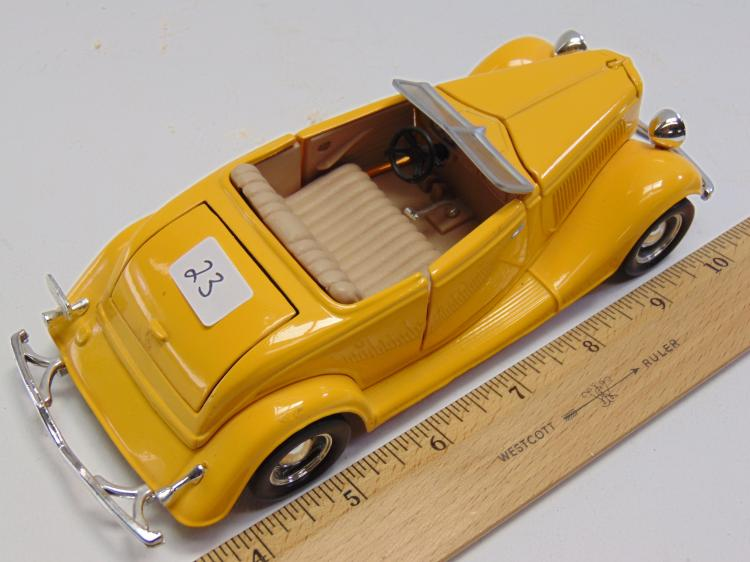Lot 23: 1/24 Scale Diecast 1934 Ford Roadster Hot Rod Model Car