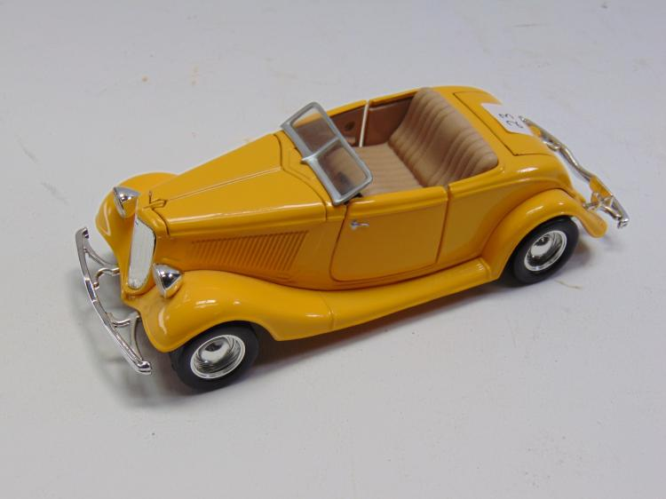 1/24 Scale Diecast 1934 Ford Roadster Hot Rod Model Car