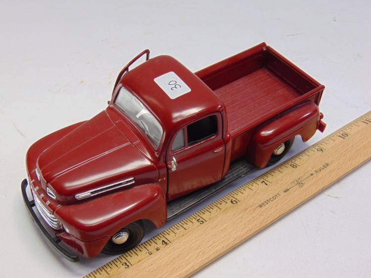 Lot 30: 1/25 Scale Maisto 1948 Ford F1 Diecast Model Pickup Truck