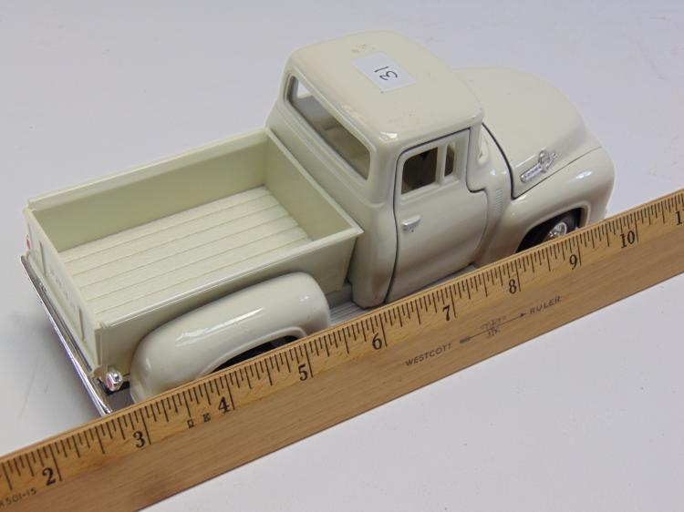 Lot 31: 1/24 Scale 1956 Ford Diecast Model Pickup Truck