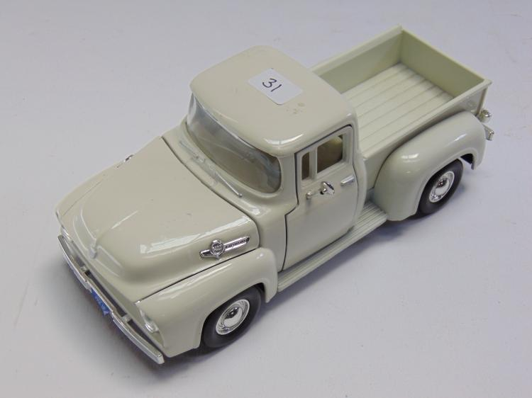 1/24 Scale 1956 Ford Diecast Model Pickup Truck