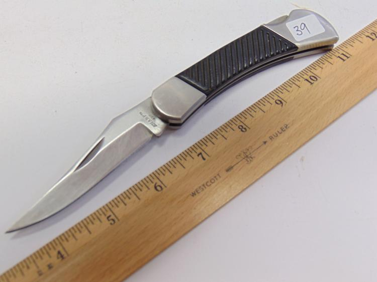 Lot 39: Stainless Steel Sharp 425 Folding Pocket Knife