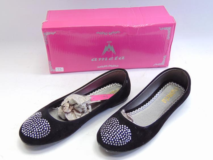 New in Box Ameta Black Velvet Heart Flat Women's Shoes Sz 7
