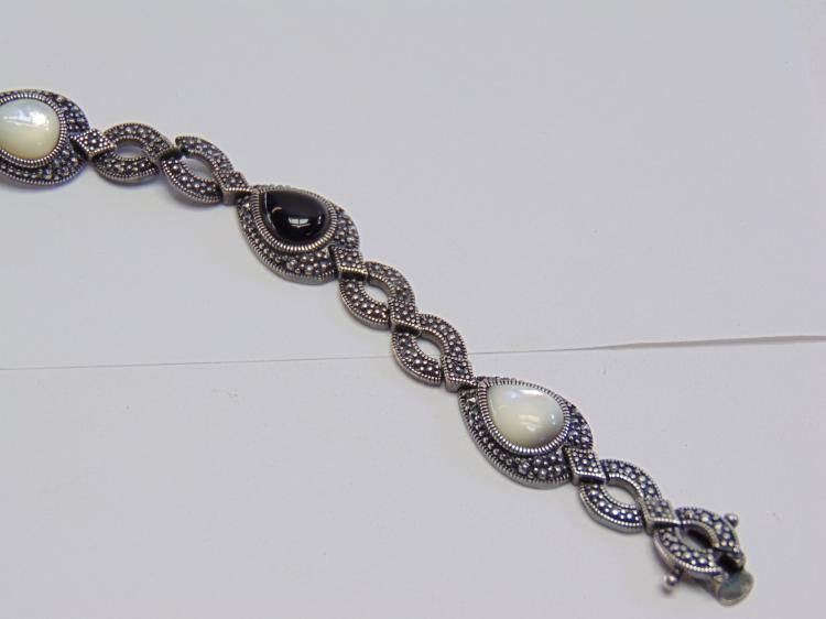 """Lot 117: 19 Gram Sterling Silver 7.5"""" Onyx and Mother of Pearl Bracelet"""