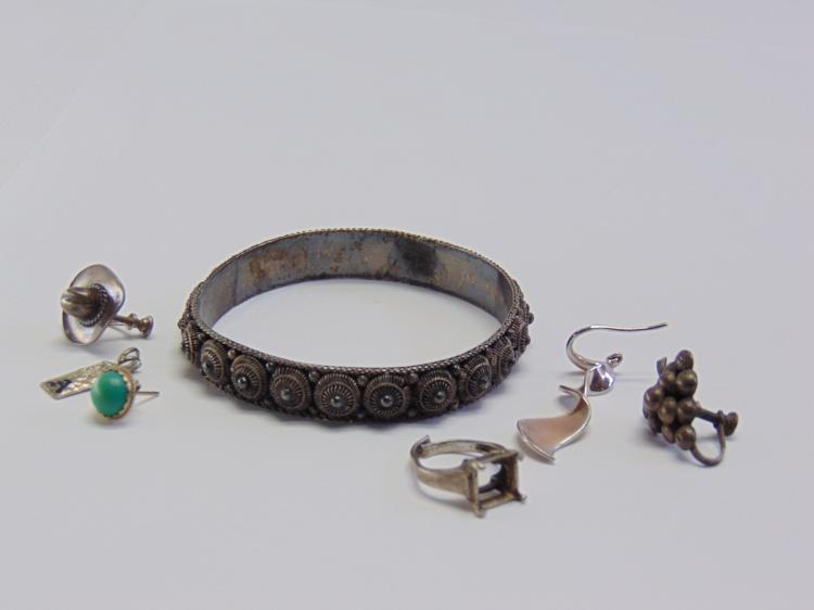 Lot 119: 32.8 Gram Scrap or Repair Earrings Pendant Ring and Argent Bangle Bracelet