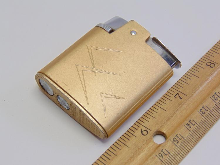 Lot 146: Retro Ronson Varaflame Standard Lighter